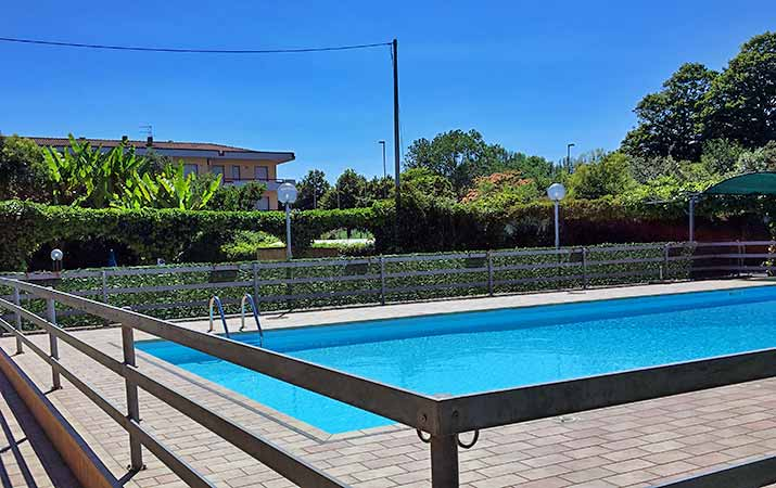 Hotel in Marina di Massa with Swimming Pool and Terrace Solarium